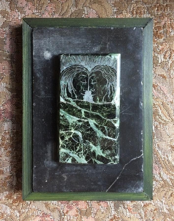 """""""Stel II"""" (2021 - groen marmer, schouw-ornament - 12x17 cm), door Celine van Hoek"""