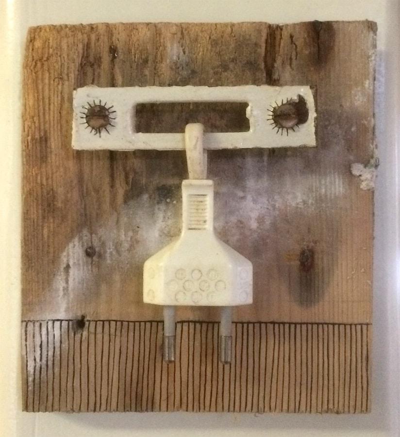 Danseres 2020 12x13x3 cm oud hout en metaal gesso inkt en stift