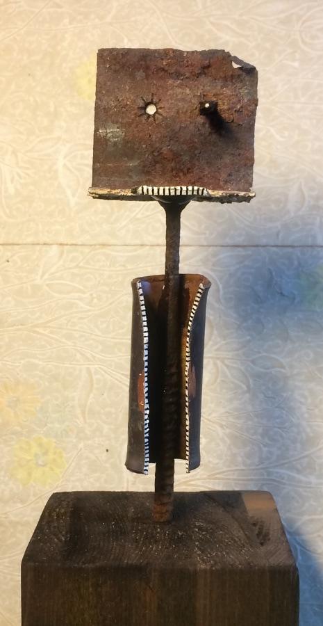 Figuur met Open Jas 2019 19x7x55 cm oud ijzer hout inkt en gesso