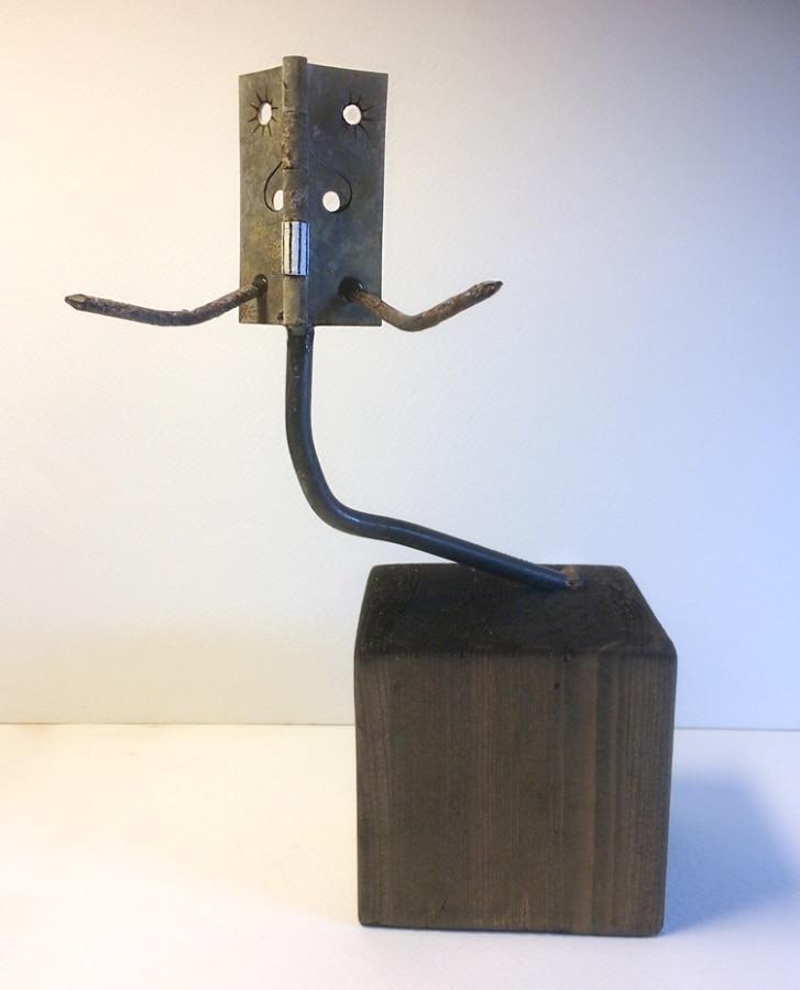 KopspijkerDier 2019 13x9x18 cm restmateriaal gesso en inkt