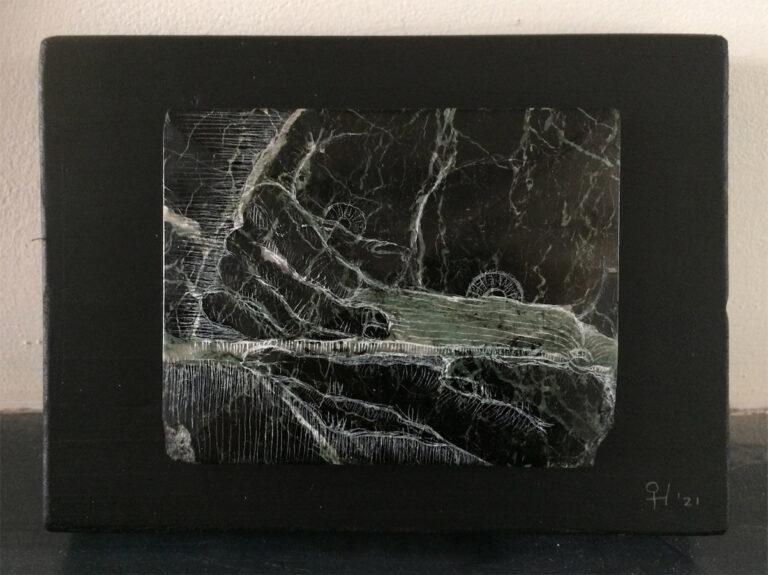 """""""Lezende vrouw"""" (2021 - groen marmer - 12x16 cm), door Celine van Hoek"""