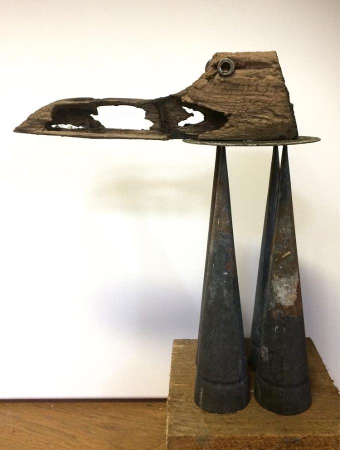 Snavelkraagfant 2020 34x25x13 cm metaal en hout