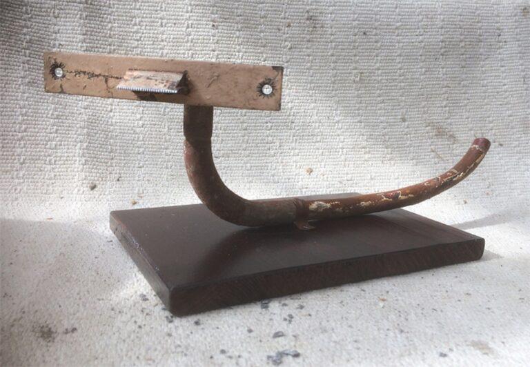TapeWorm 2020 40x14x13 cm oud ijzer gesso inkt