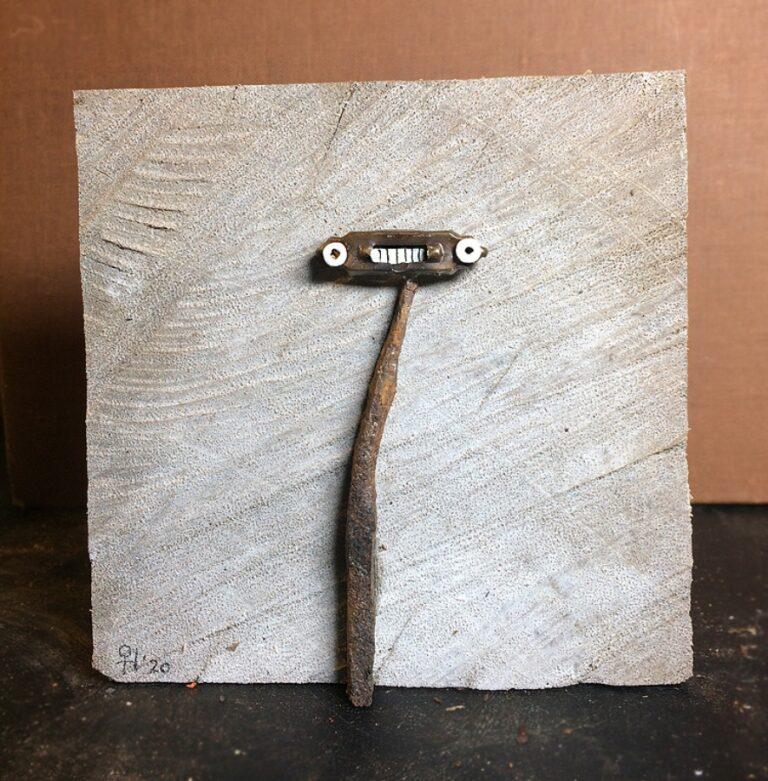 poppetje 2020 10x10x1 cm oud ijzer hardhout gesso en inkt